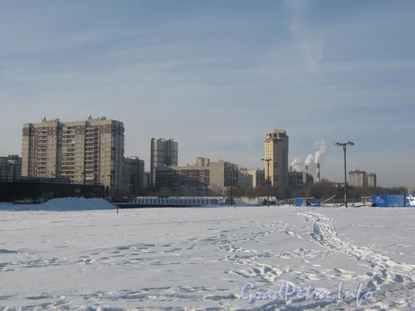 Вид в сторону домов 15 по пр. Пятилеток. Фото февраль 2012 г. от автостоянки на Российском пр., 3А