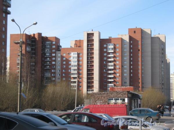 Ленинский пр., дом 67 корпус 2. Общий вид с пр. Кузнецова. Фото март 2012 г.