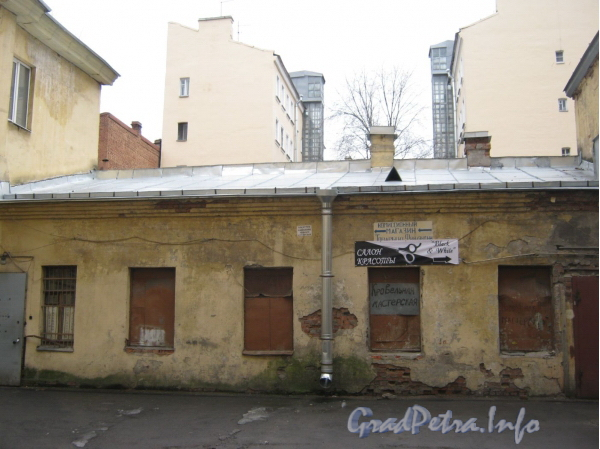 Измайловский пр., дом 25. Дворовый флигель. Фото март 2012 г.
