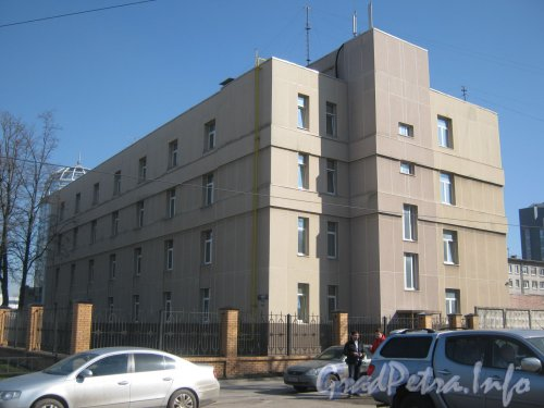 Дунайский пр., дом 13 корпус 1. Общий вид здания с Дунайского пр. Фото май 2012 г.