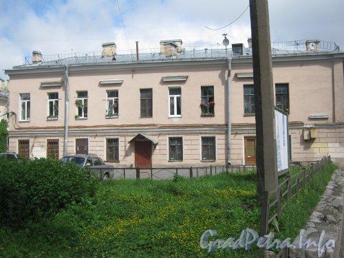 Старо-Петергофский пр., дом 3-5. Вид от проезда к дому 9 литера Н. Фото июнь 2012 г.