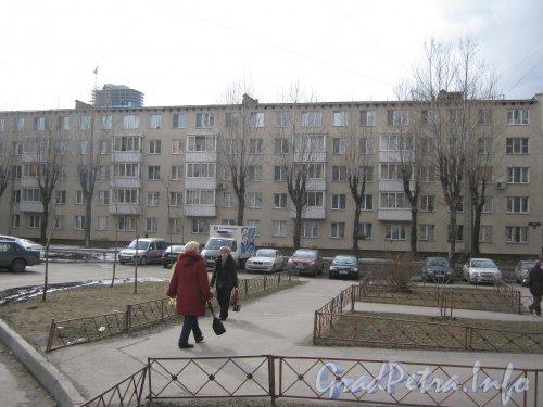 Ленинский пр., дом 174. Общий вид с Варшавской ул. Фото апрель 2012 г.