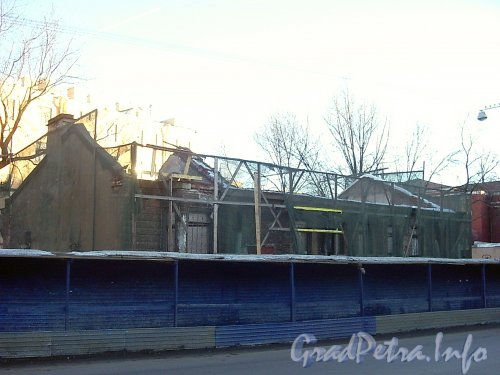 Малый пр. П.С., дом 7а. Вид здания до реконструкции. Фото март 2004 года.