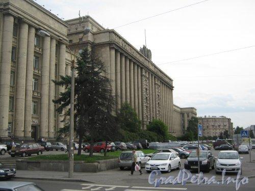 Московский пр., дом 212. Общий вид здания с Московской пл. Фото июль 2012 г.
