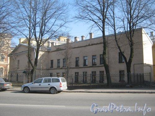 Старо-Петергофский пр., дом 3-5. Общий вид с чётной стороны наб. р. Фонтанки. Фото апрель 2012г.
