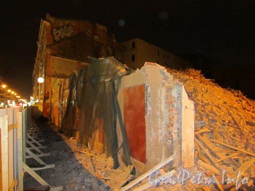 Загородный пр., дом 3. Оставшиеся фрагменты «Дома Рогова» после сноса. Фото 26 августа 2012 года.