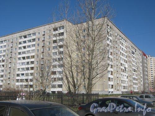 Дунайский пр., дом 3. Общий вид со стороны дома 18 по Пулковскому шоссе. Фото апрель 2012 г.