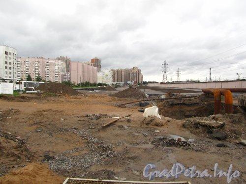 Прокладка Шуваловского проспекта на участке от проспекта Авиаконструкторов в сторону Комендантского проспекта. Фото 2 сентября 2012 года.