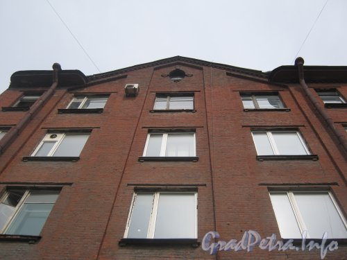 Лиговский пр., дом 289. Верхняя часть фасада дома. Фото 26 июня 2012 г.