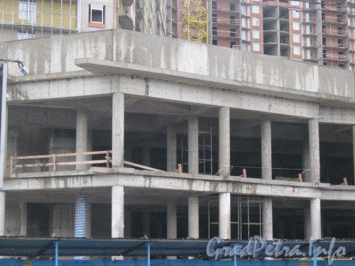 Строительство дома по адресу пр. Просвещения, дома 43. Фото июль 2012 г.