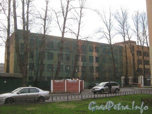 Московский пр., дом 141, литера А. Вид со стороны двора дома 145. Фото апрель 2012 г.
