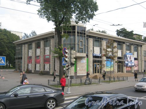 Пр. Энгельса, дом 11а. Общий вид с пр. Энгельса. Фото 10 сентября 2012 г.