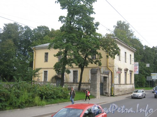 Пр. Энгельса, дом 1. Общий вид с перекрёстка Ланского шоссе и пр. Энгельса. Фото 10 сентября 2012 г.