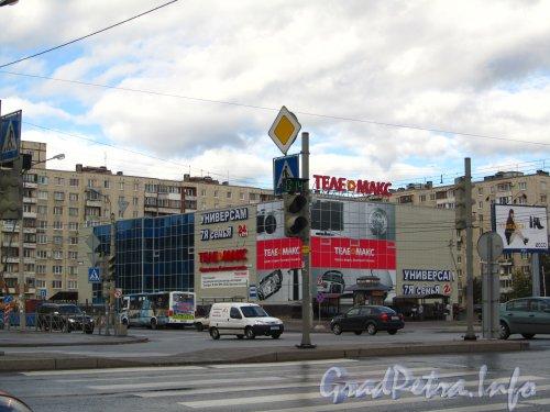 Будапештская ул., дом 92. Общий вид торгового центра «Телемакс». Фото сентябрь 2012 года.