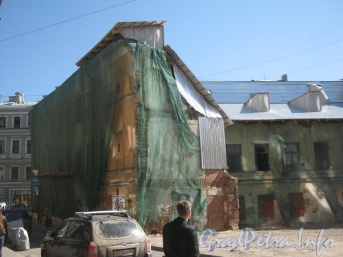 Загородный пр., дом 3. Общий вид дома, подготовленного к сносу. Фото 23 мая 2012 г.