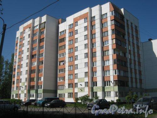 Дачный пр., дом 27, корп. 4. Общий вид на фасад дома с проезда параллельно чётной стороне ул. Танкиста Хрустицкого. Фото 23 мая 2012 г.