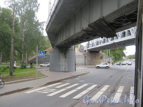 Железнодорожные мосты через 1-Муринский проспект на перекрёстке с Лесным проспектом. Фото сентябрь 2012 г.