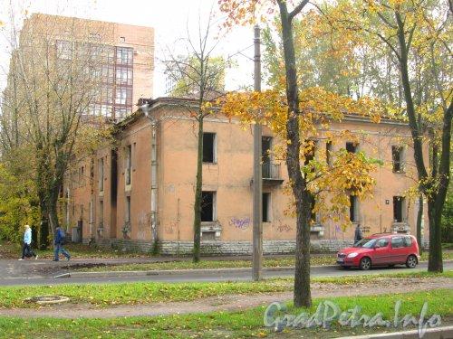 Большой Смоленский пр., дом 30. Общий вид здания после расселения. Фото октябрь 2012 г.