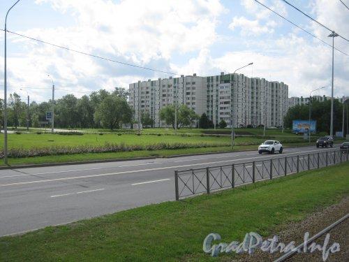Пр. Стачек, дом 182. Вид с Кронштадтской пл. Фото 25 июня 2012 г.