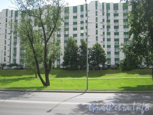 Пр. Стачек, дом 192. Вид с пр. Стачек. Фото 25 июня 2012 г.