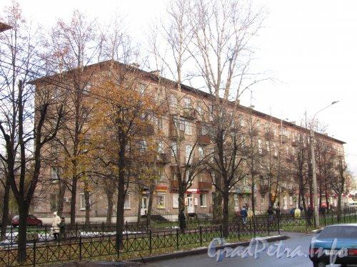 Пр. Елизарова, дом 15. Общий вид здания. Фото октябрь 2012 г.