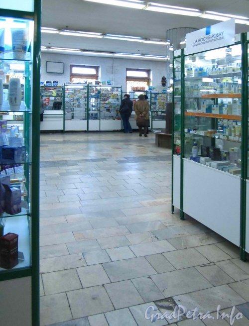 Невский пр., дом 50. Зал гомеопатической аптеки. Фото сентябрь 2012 г.