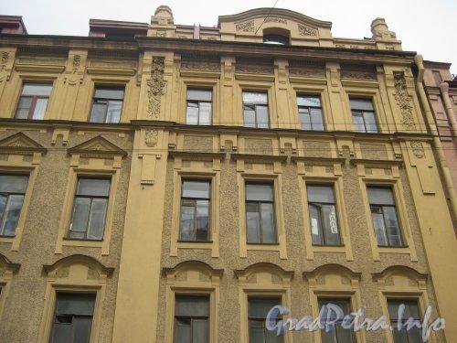 Пр. Добролюбова, дом 1. Фрагмент фасада со стороны Кронверского пр. Фото 26 июня 2012 г.