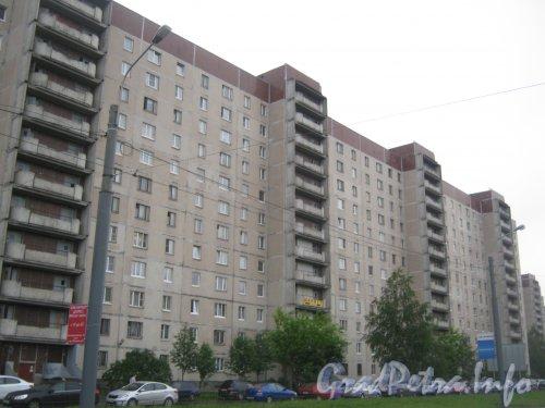 Пр. Испытателей, дом 24, корпус 1. Общий вид со стороны дома 29 корпус 1. Фото 25 июня 2012 г.