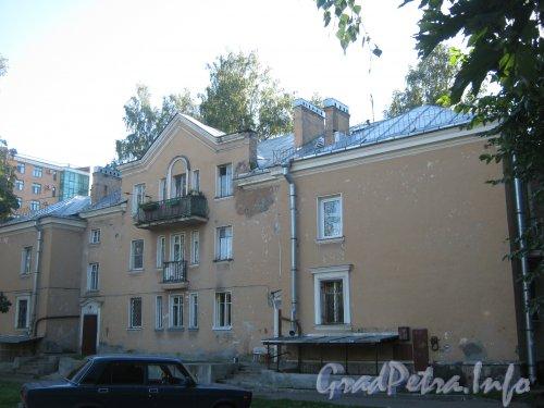 Пр. Мориса Тореза, дом 75. Вид со стороны дома 77 корпус 3. Фото 4 сентября 2012 г.