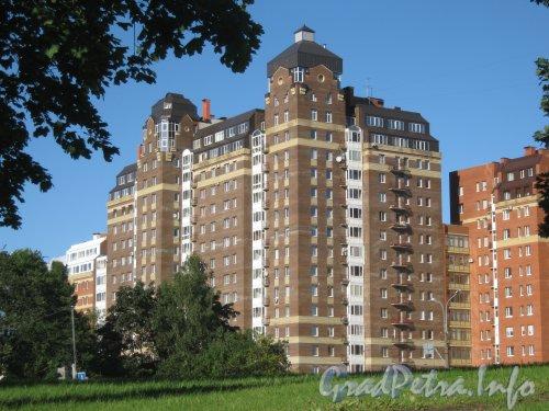 Пр. Энгельса, дом 107, корпус 3. Общий вид здания с пр. Мориса Тореза. Фото 4 сентября 2012 г.