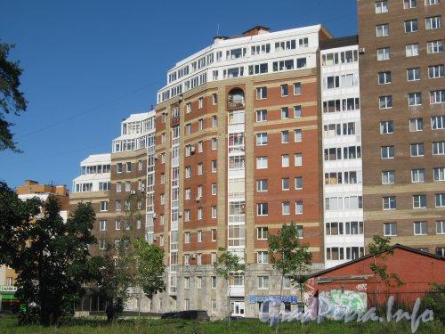 Пр. Энгельса, дом 109, корпус 2. Общий вид здания. Фото 4 сентября 2012 г.