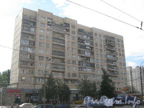 Пр. Энгельса, дом 141. Вид со стороны дома 150 корпус 1. Фото 22 июля 2012 г.