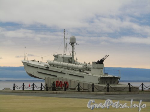 Памятник героическим морякам торпедных катеров Балтики на территории выставочного комплекса «ЛЕНЭКСПО». Фото ноябрь 2012 г.