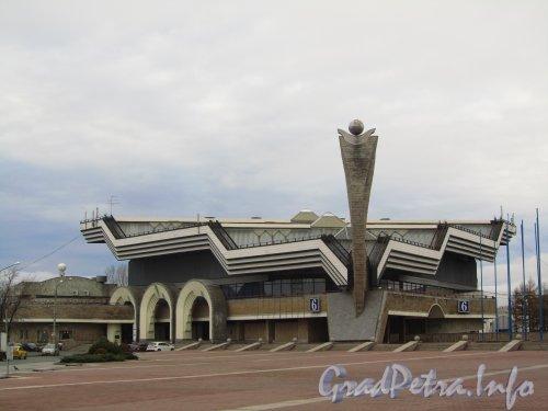 Большой пр. В.О., дом 103, корп. 6. 6-й павильон выставочного комплекса «ЛЕНЭКСПО». Фото ноябрь 2012 года.