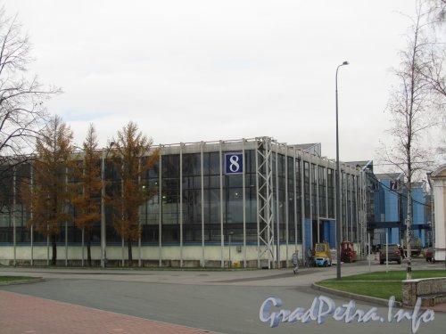 Большой пр. В.О., дом 103, корп. 8. 8-й павильон выставочного комплекса «ЛЕНЭКСПО». Фото ноябрь 2012 года.