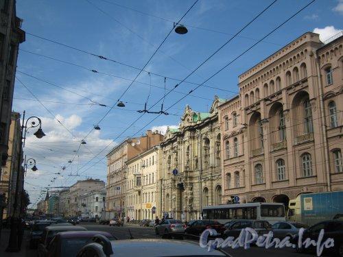 Литейный проспект. Вид от дома 49 в сторону домов по чётной стороне перед ул. Некрасова. Фото 30 июня 2012 г.