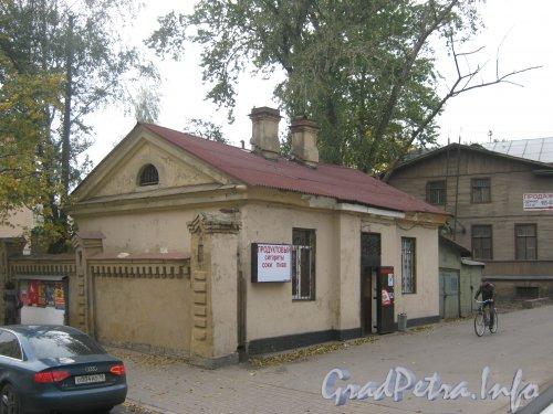 Старо-Петергофский пр., дом 9а, литера А. Общий вид. Фото 5 октября 2012 г.