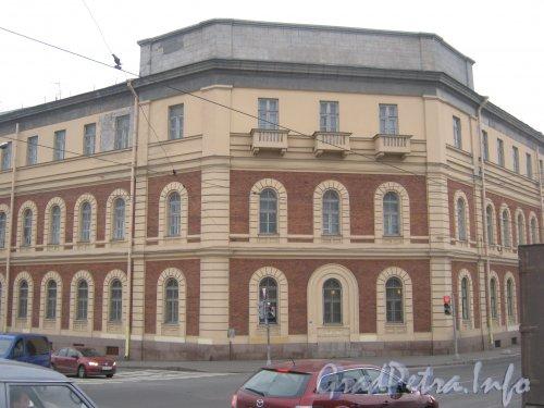 Старо-Петергофский проспект, дом 2. Фрагмент фасада. Вид с набережной реки Фонтанки. Фото 19 октября 2012 г.