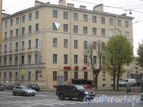 Рижский проспект, дом 52. Общий вид фасада со Старо-Петергофского проспекта. Фото 19 октября 2012 г.
