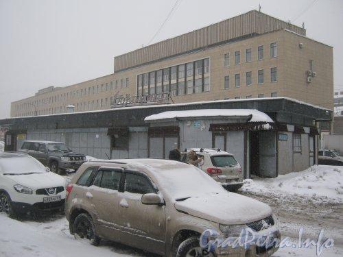 Загородный пр., дом 52, литера Б. Вид со стороны Витебского вокзала. Фото 11 декабря 2012 г.