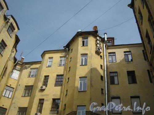 Каменноостровский пр., дом 26-28. Фрагмент здания (3 двор). Фото 7 июля 2012 г.