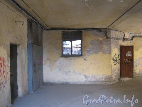 Каменноостровский пр., дом 26-28. Проезд между 3 в 1 дворами. Фото 7 июля 2012 г.