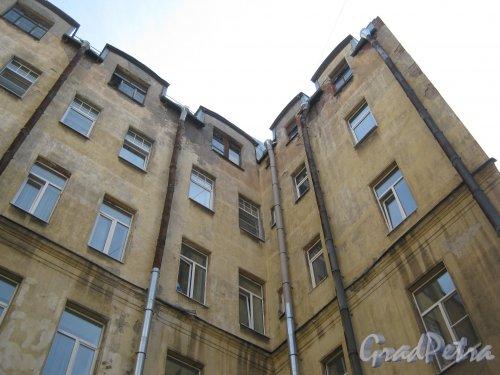 Каменноостровский пр., дом 26-28. Угол 3 двора. Фото 7 июля 2012 г.