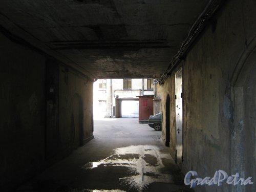 Каменноостровский пр., дом 26-28. Арка въезда из 3 в 5 двор. Фото 7 июля 2012 г.