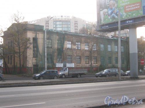Пр. Энгельса, дом 107. Общий вид. Фото 10 ноября 2012 г.