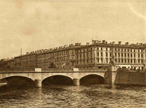 Невский пр., д. 68 / наб. реки Фонтанки, д. 40. Общий вид. Открытка 1929 года.