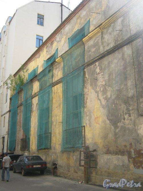 Каменноостровский пр., дом 26-28. Фрагмент здания бывшей котельной (6 двор). Фото 7 июля 2012 г.