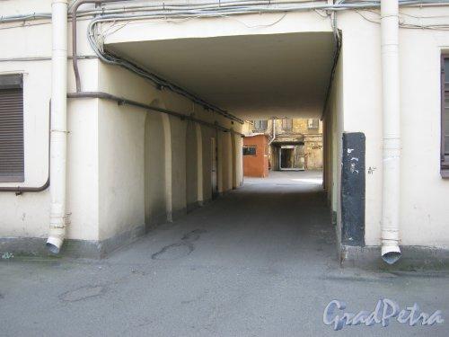 Каменноостровский пр., дом 26-28. Арка проезда из 6 двора в 5. Фото 7 июля 2012 г.