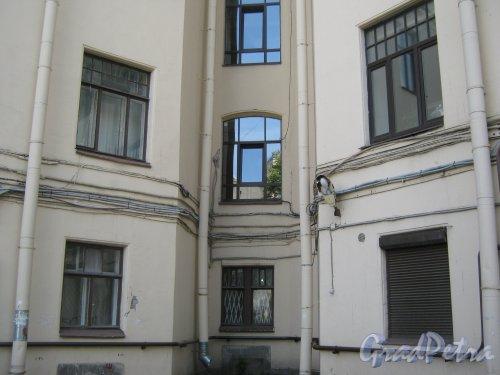 Каменноостровский пр., дом 26-28. Угол 6 двора. Фото 7 июля 2012 г.
