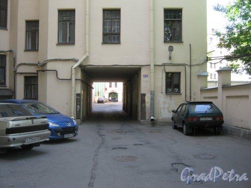 Каменноостровский пр., дом 26-28. Арка в сторону 6 двора. Фото 7 июля 2012 г.